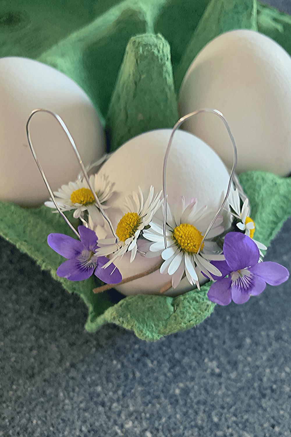Simple DIY wire Easter egg ears, with freshly-picked weeds, no flowers as additional decoration; Scandi-inspired Easter decor