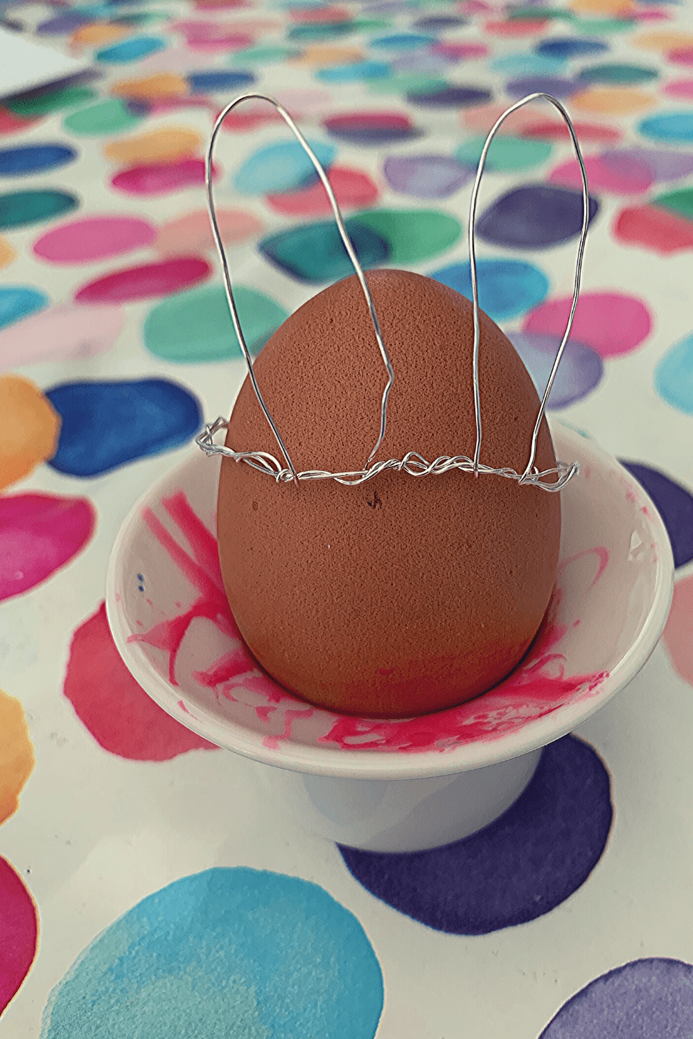 How to make Wire Easter egg ears; boiled eggs with wire bunny ears; Scandi-inspired Easter decor; easy DIY wire Easter egg crowns