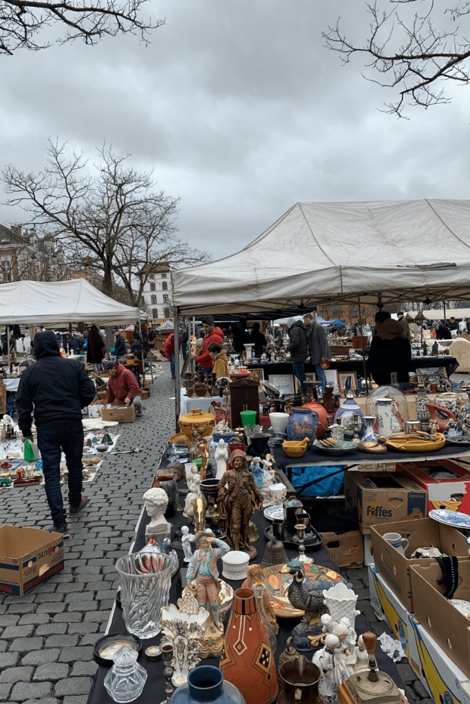 What to see and do in Brussels with kids: visit the Flea market at Place du Jeu de Balle