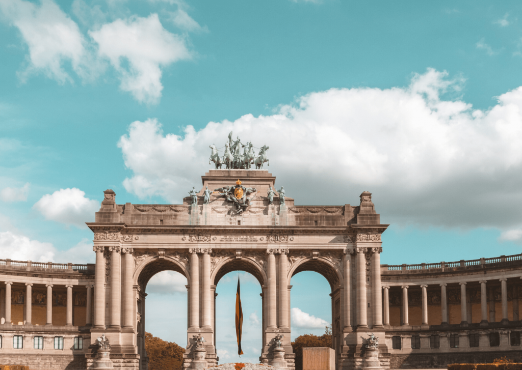 What to see and do in Brussels: Visit Park Cinquantenaire; image by Thomas Somme on unsplash.