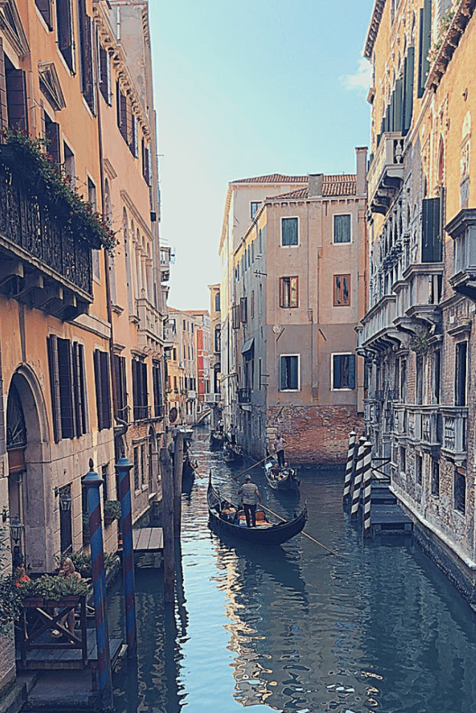 Gondola watching: things to do in Venice with a small child