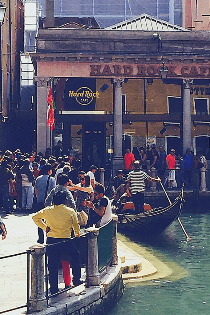 HRC and the gondola queue: fun to watch in Venice with a small child