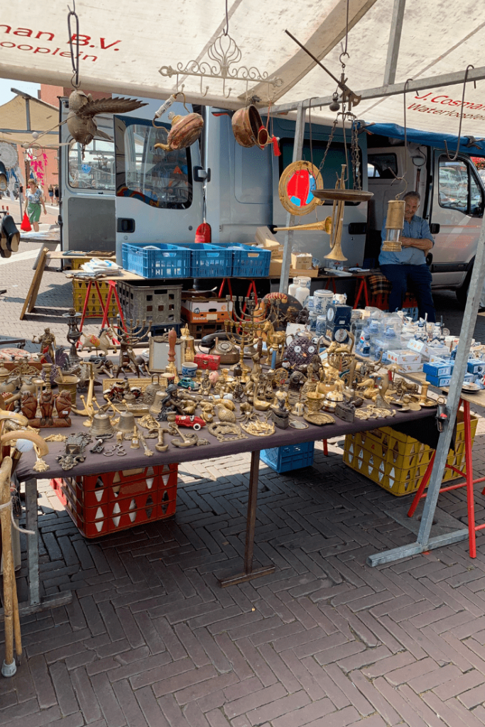 A stall at the market on Waterlooplein: itinerary for 48 hours in Amsterdam with kids