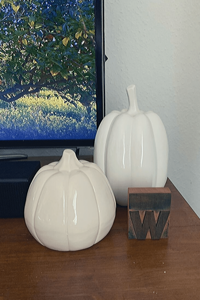 Easy Autumn deco: Two white, porcelain pumpkins, one old, one new, next to our TV together with a letterpress letter