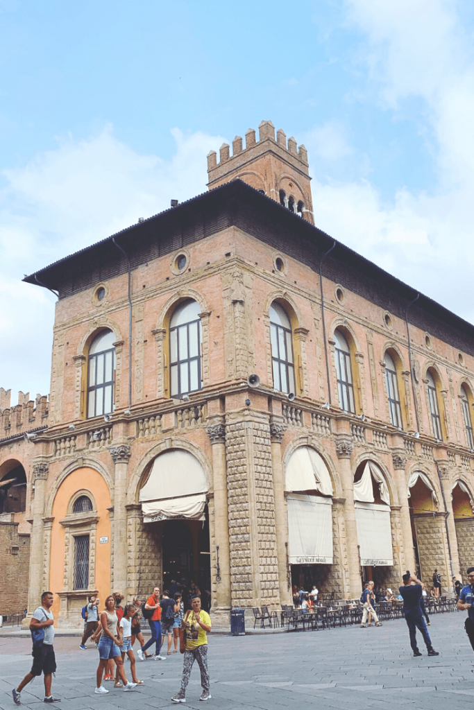The whisper chamber is in the middle of the Voltone del Podestà: What to do in Bologna with kids
