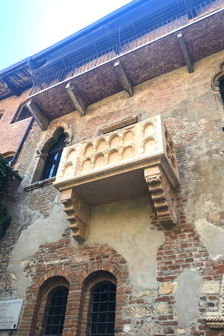 What to do in Verona with kids: Juliet's house and balcony, as viewed from the courtyard; what to do in the north of Italy with kids; the Romeo and Juliet trail