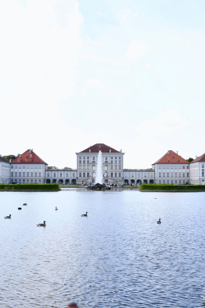 Nymphenburg Palace and the middle canal. Day trips in and from Munich with kids. Photograph by Sid Saxena on unsplash.