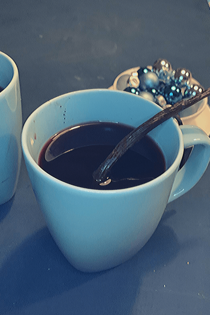 Delicious Glühwein with tea: German hot mulled wine with black tea, Tea with Mum style. Based on the traditional German recipe