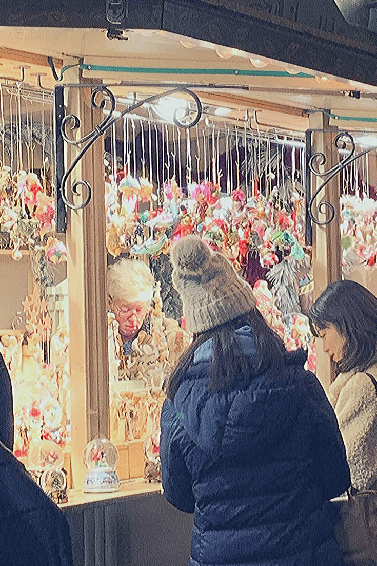 Shopping for Christmas tree decorations at the Düsseldorf Christmas market