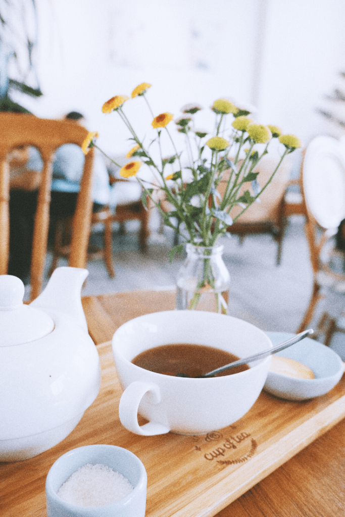 The search for a teapot is on! Tea with Mum needs a teapot, and not just for symbolic reasons. Perhaps something like this elegant white teapot with matching up? Where should I look? Photo: Lin Kiu on unsplash