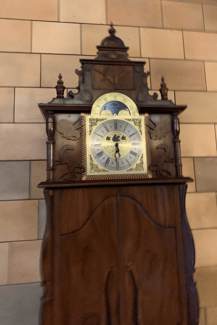 The clock from Andy's Dinosaur Adventures and Andy's Prehistoric Adventures, which are set in the Natural History Museum. The clock visits temporarily during filming at the home of London's dinosaurs.