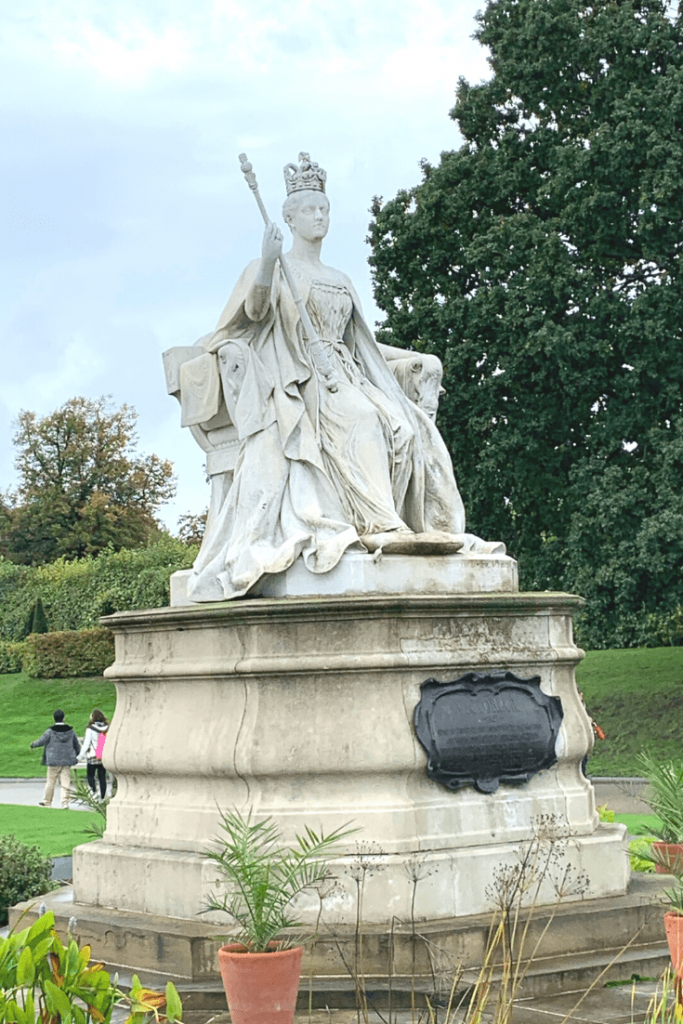 Statue of Queen Victoria in front of her childhood home, Kensington Palace. A great place for a stroll and a lunch break during three days in London with a small child.