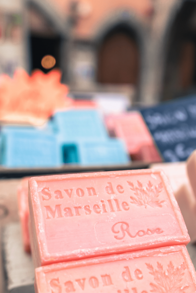 How to get the travel look and feel at home: give your bathroom some love with artisanal soap from your travels in France. Artiom Vallat on Unsplash