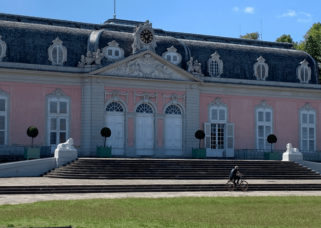 Schloss Benrath in Düsseldorf - the pink hunting palace