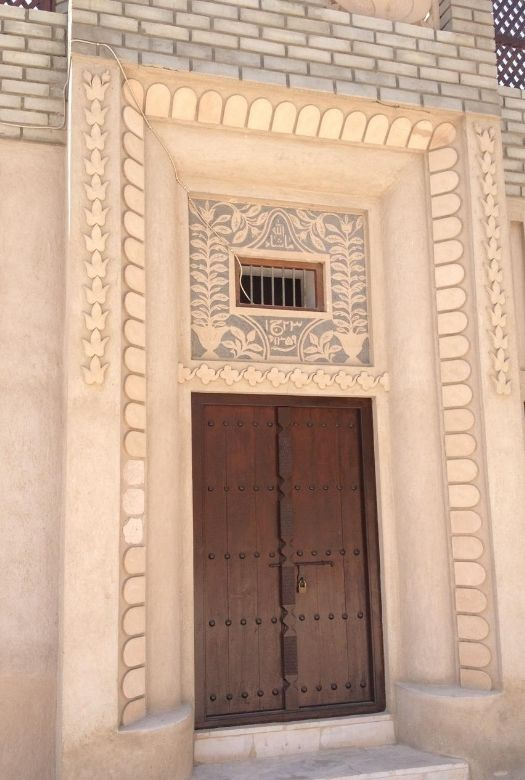 Free things to do in Dubai with kids: take a wander through the old town and discover some amazing doorways.