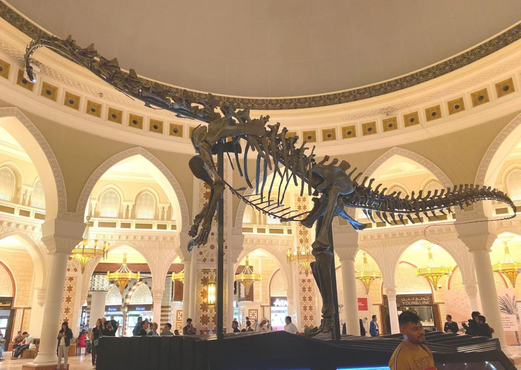The ultimate guide of things to do in Dubai with kids: visit the dinosaurs, especially the Dubai Dino - for free!