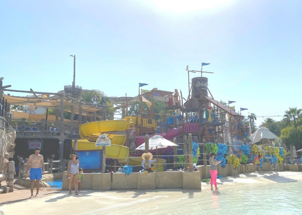 The ultimate guide of what to do in Dubai with kids: visit the waterparks. Here: Wild Waldi children's area
