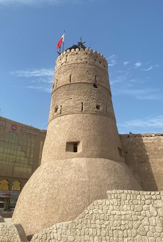 10 things to do in Dubai for free with kids: visit the old town and the fort/museum