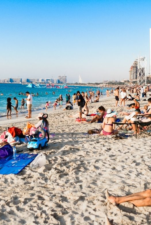 18 things you need to know before visiting Dubai with kids: dress modestly, but bikinis are acceptable at most beaches, but cover up when you leave. Here: beach in Dubai