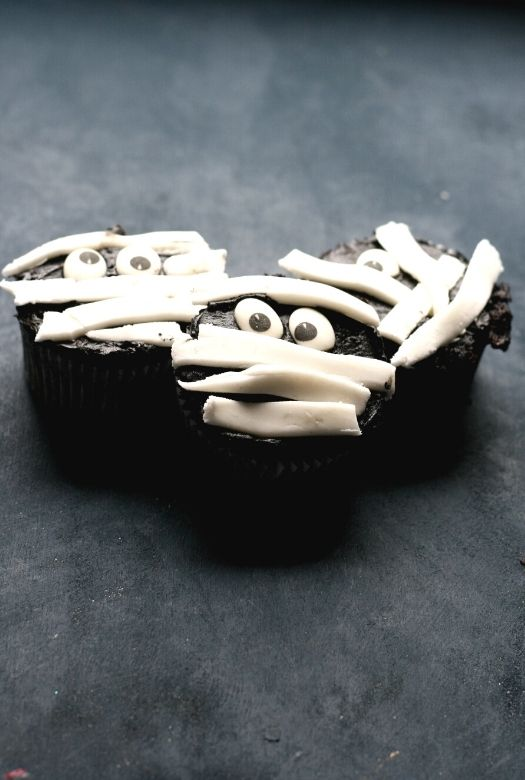 Trio of Halloween mummy cupcakes to make with your kids this Halloween