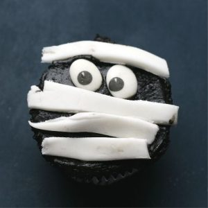 Halloween mummy cupcakes: On freshly decorated Mummy cupcakes