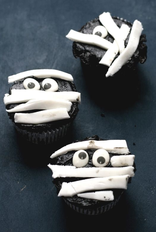 Trio of Halloween mummy cupcakes