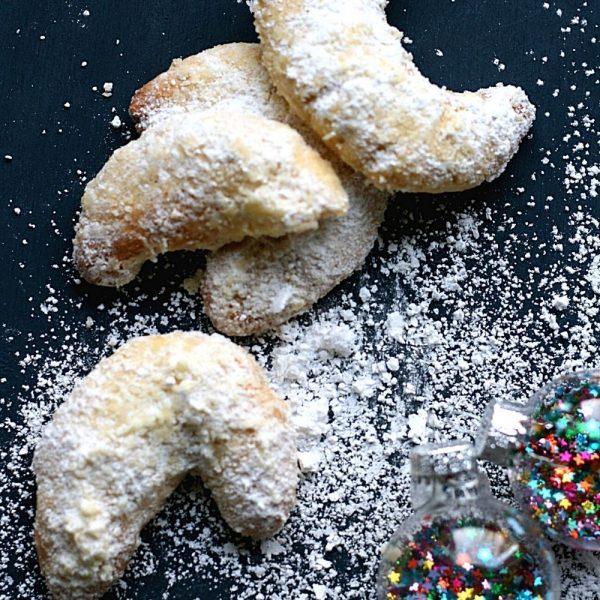 Vanille Kipferl: How to make traditional German vanilla crescent cookies