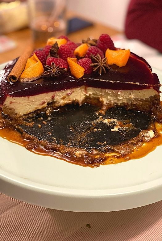 Glühwein cheesecake, showing the layers (and how the water got into the base when cookies