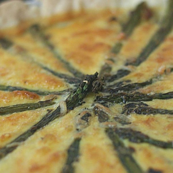 Quiche aux asperges, close up showing the wagon wheel of asparagus