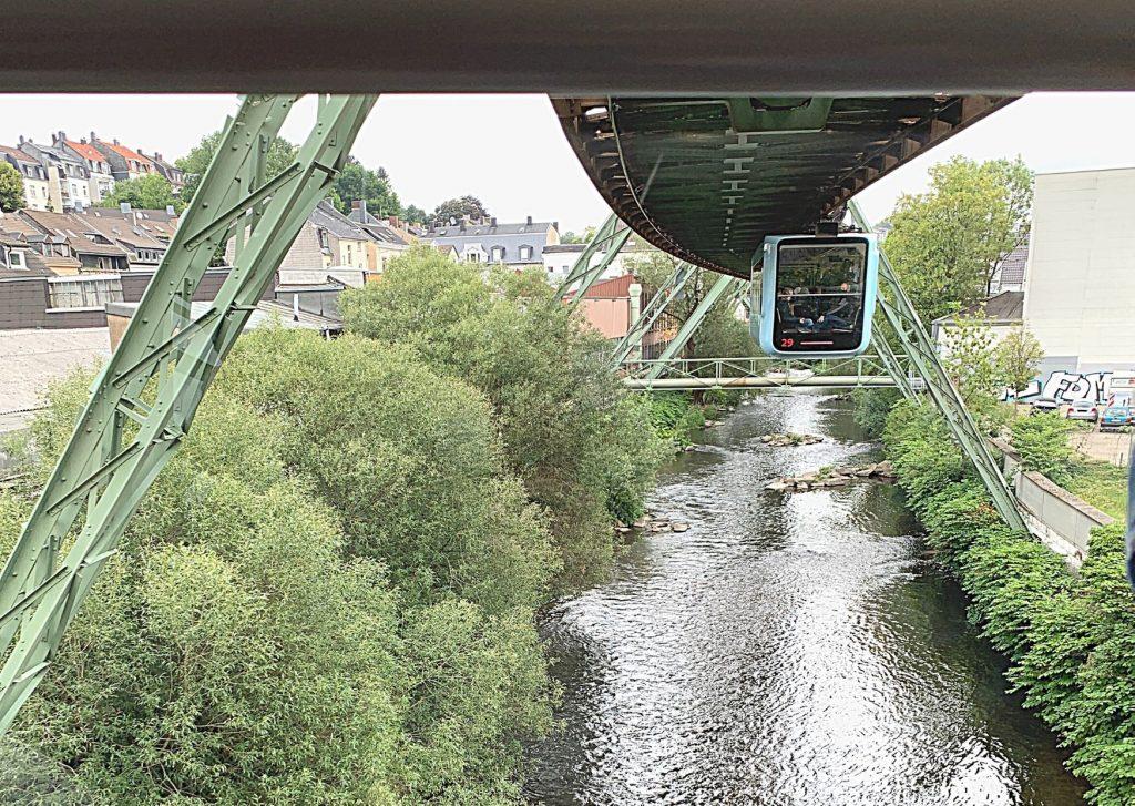 The best way to get to the Wuppertal Zoo: Schwebebahn