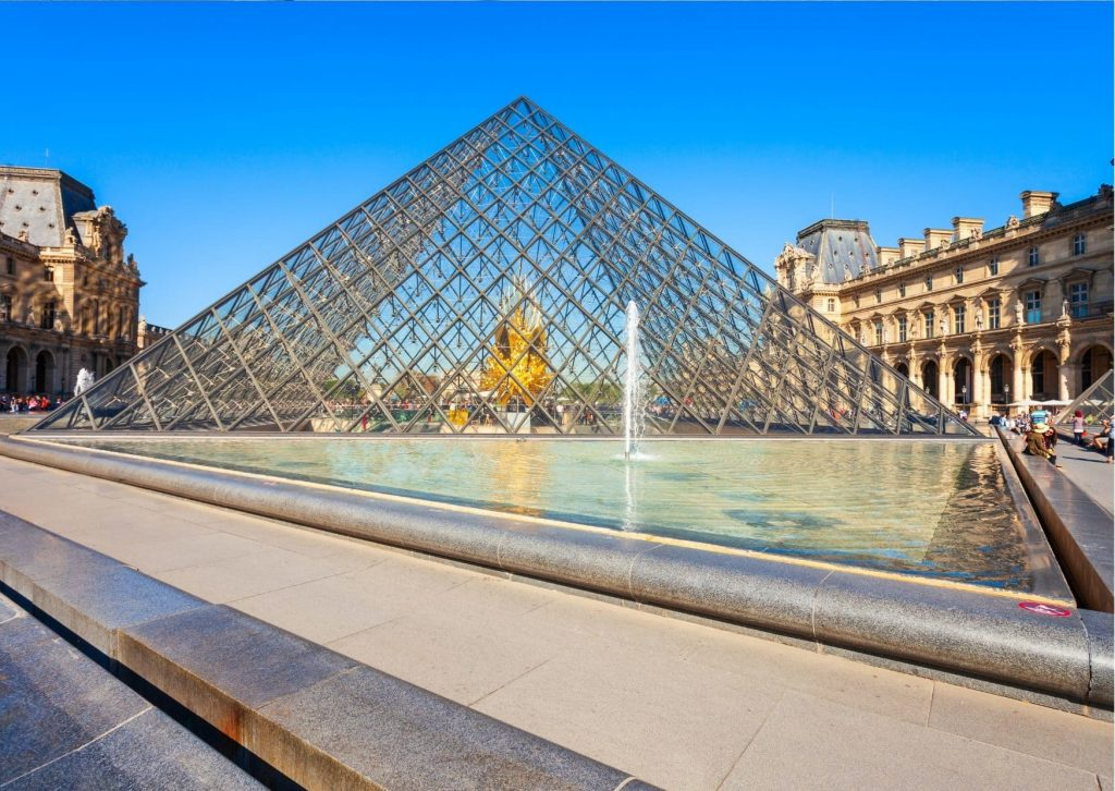 Take a tour of the Miraculous sights in Paris : Visit the Louvre