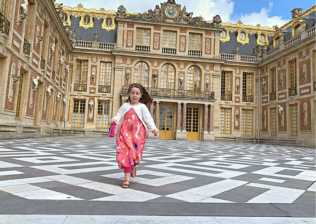 You don't have to wear a mask outside at the Estate of Versailles (such as here in the courtyard) but you do need to wear one inside. It is even a requirement for children.